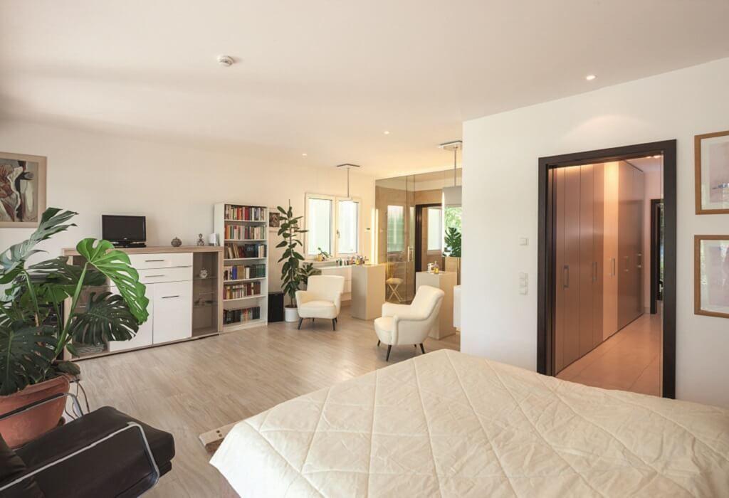 Schlafzimmer Ideen Mit Ankleide   Inneneinrichtung Haus EbenLeben Bungalow  Am See WeberHaus Fertighaus   HausbauDirekt