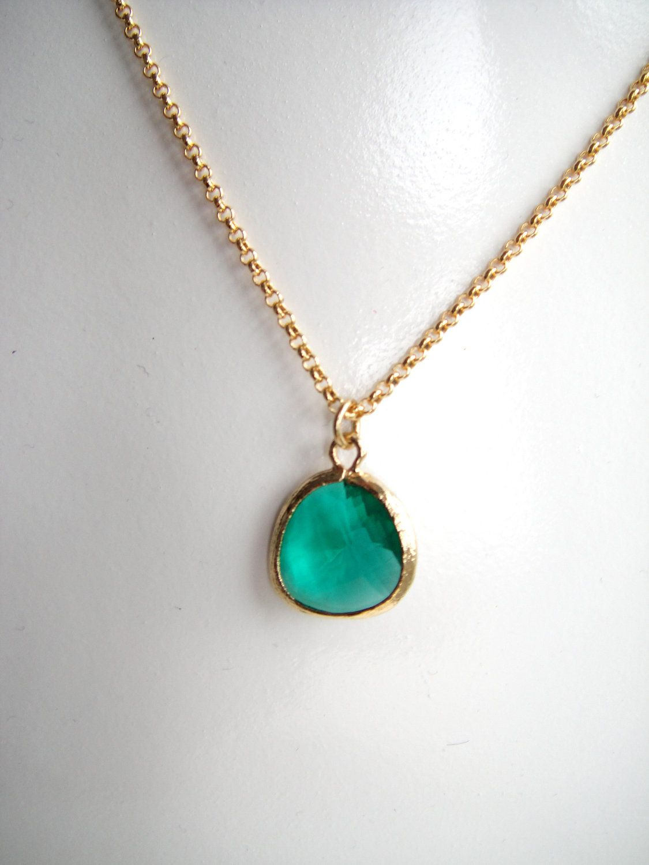 Emerald green stone boho silver pendant necklace
