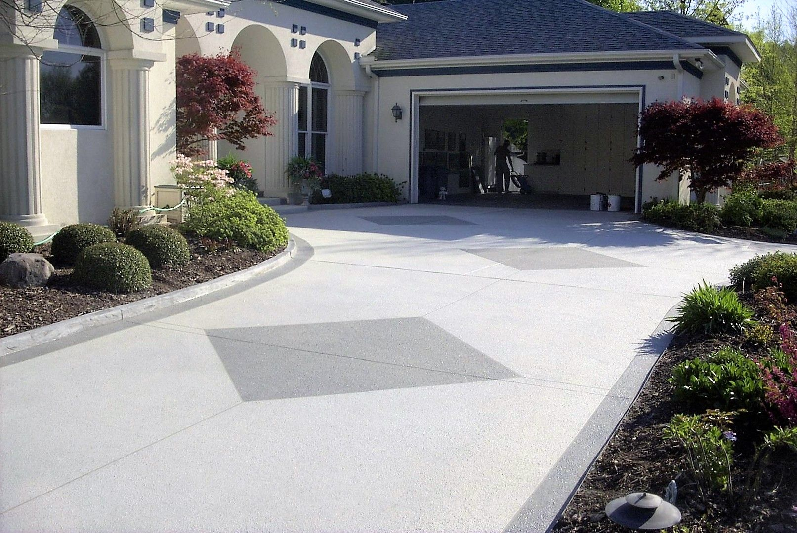 A Driveway Resurfacing Can Make The Driveway Look New Again At A Minimal Cost Call 281 407 0779 For Driveway Resurfacing Concrete Decor Concrete Driveways
