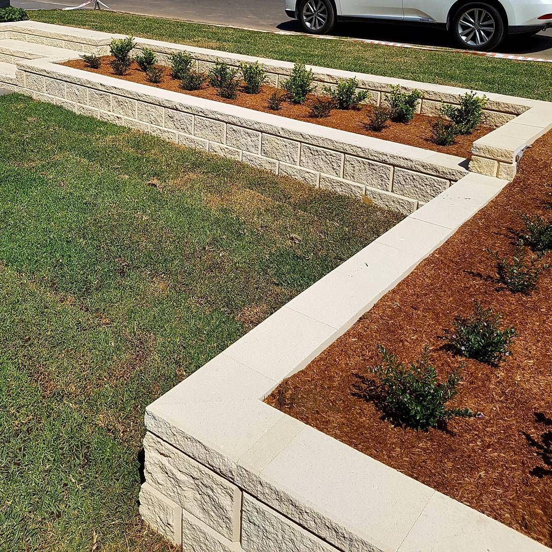 Amber Tiles Kellyville Heron Block Retaining Wall And Stairs By Redbelly Landscapes Retaining Wall Outdoor Decor Kellyville