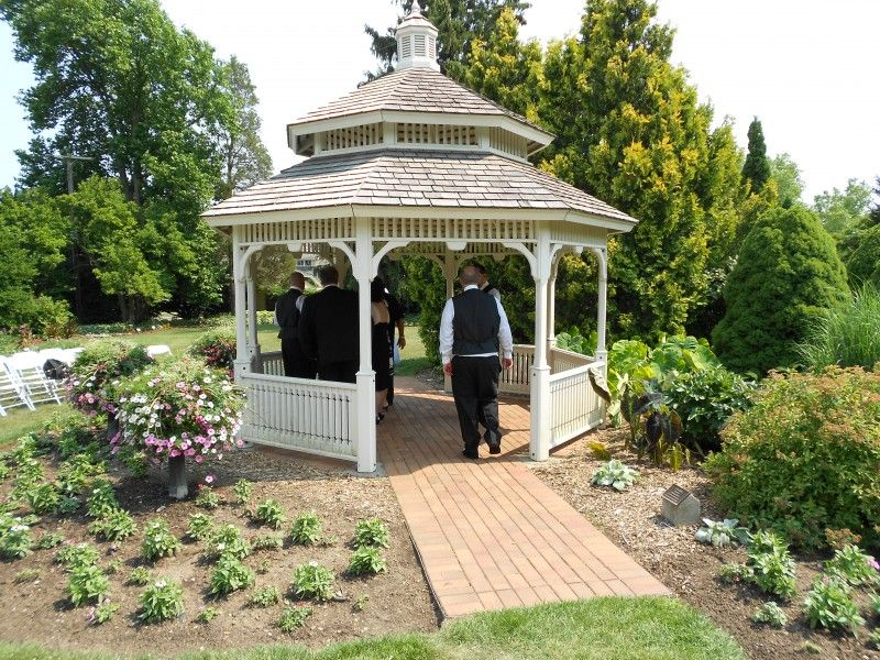 Gazebo Garden | Hidden Lake Gardens