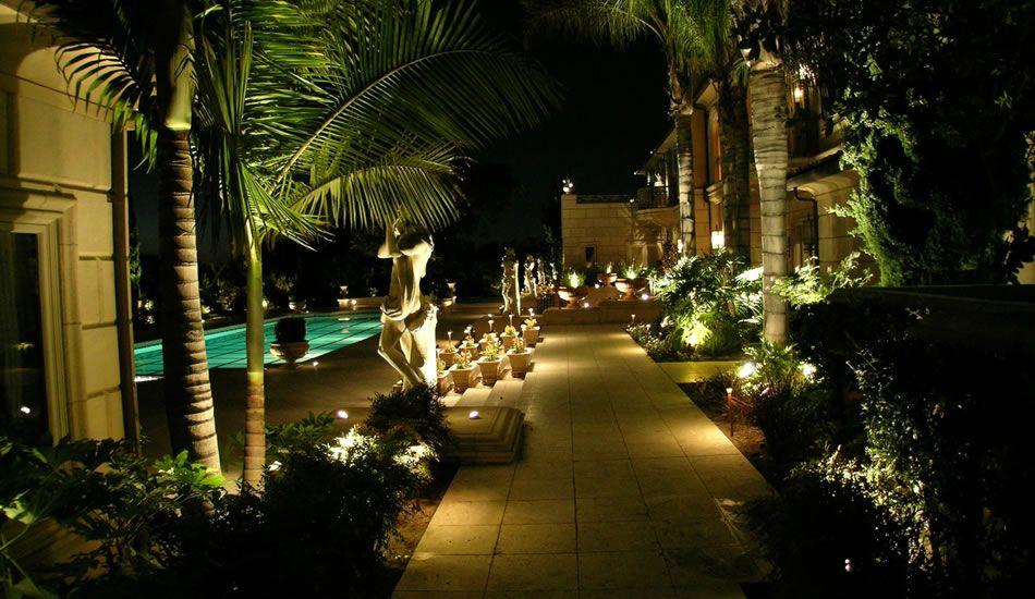 Led Outdoor Landscape Lighting In 2020 Landscape Lighting Kits Volt Landscape Lighting Landscape Lighting
