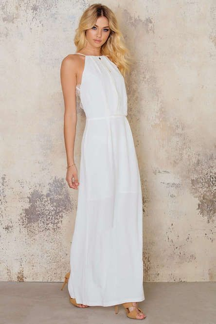 Isn't NA KD a total find?  Sublime wedding dresses at highly affordable prices AND they deliver internationally.  Amaze fecking BALLZ.   NA KD's Willow Dress is a budget friendly £114.44.  The sheer back to this gown makes it a complete show stopper of a wedding dress.