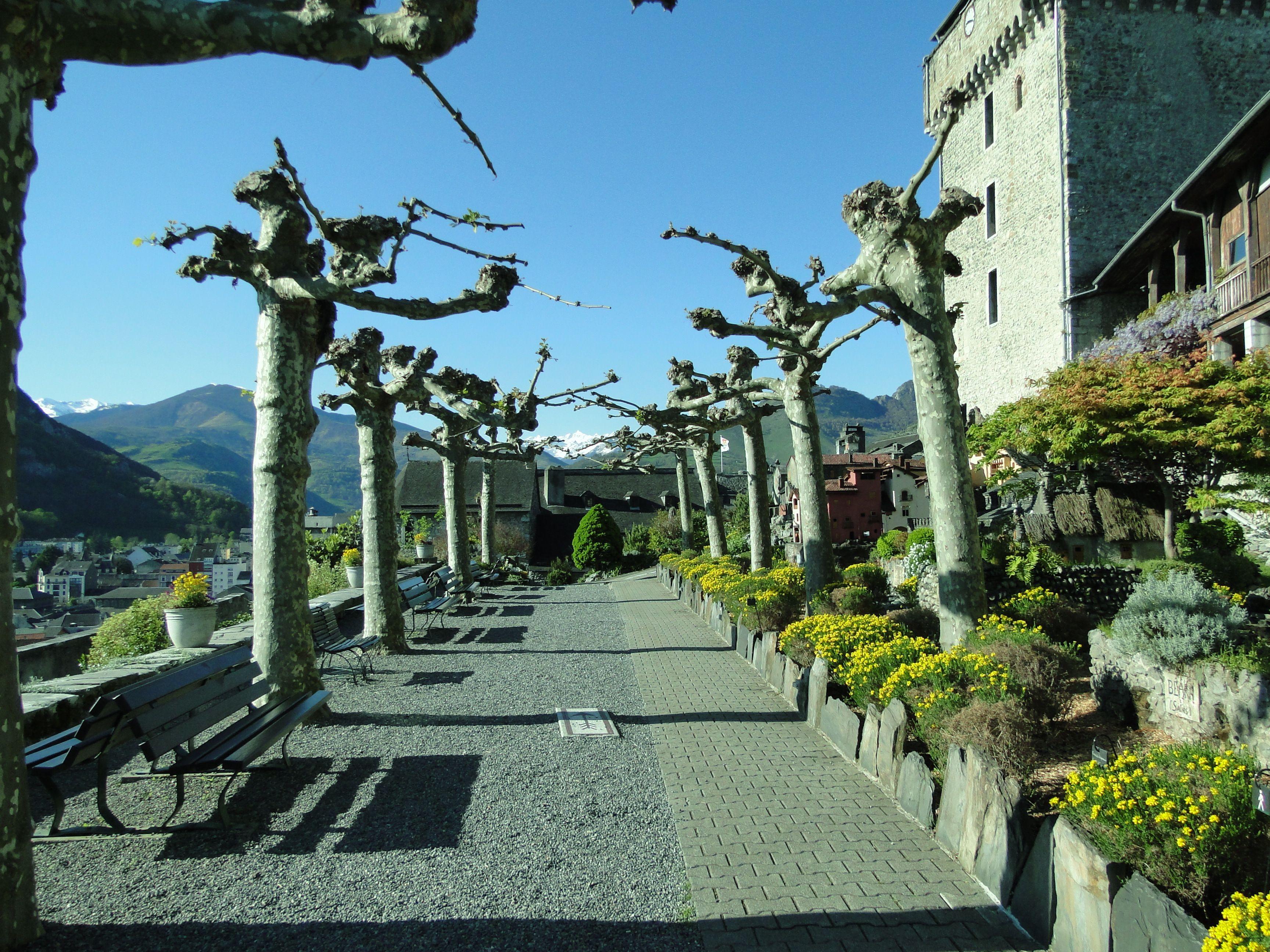 Le Jardin Du Chateau De Lourdes