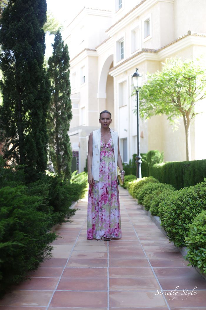 http://www.olivialehti.fi/strictly-style my outfit in altea spain floral maxi dress and white blazer