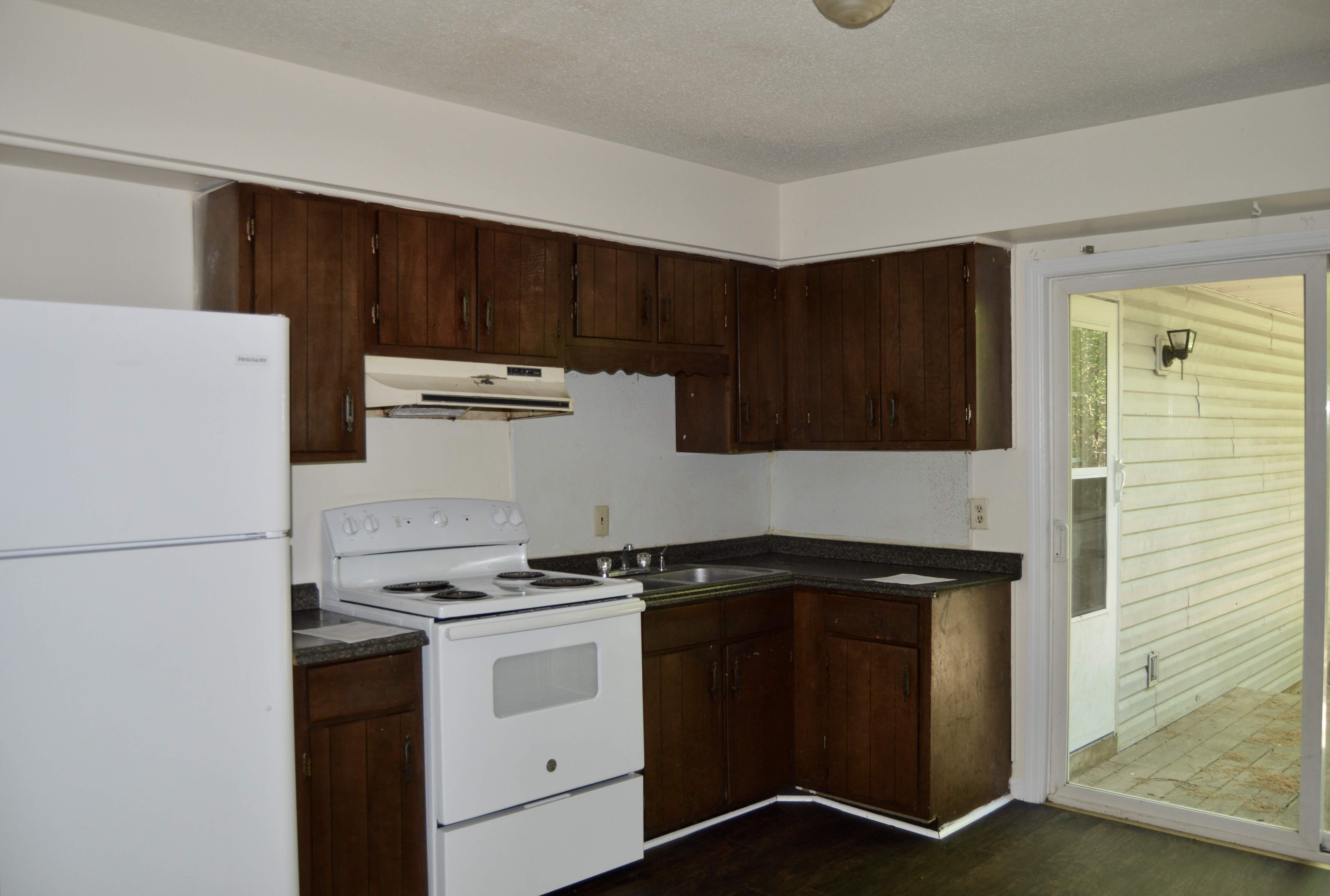 4 Bedrooms With 2 Baths Single Family House Available Now At 4007 15th Ave Chattanooga Call Now To Sched House Rental Renting A House Furnished Apartment