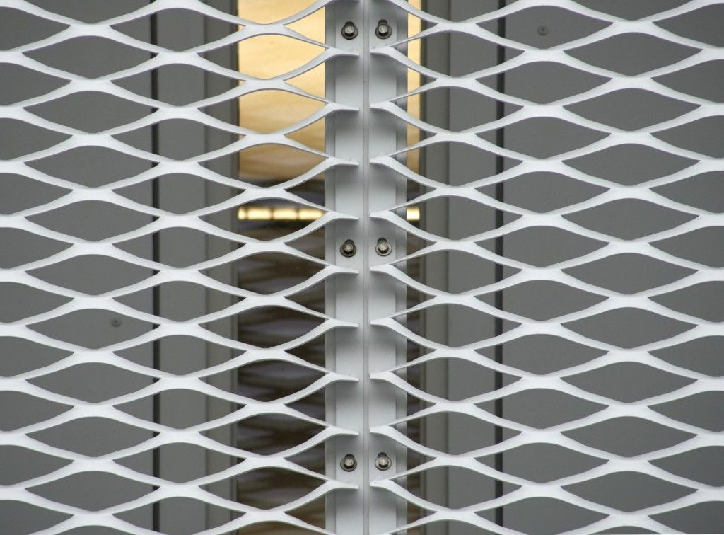 Metal Barn Homes >> Project Politiekantoor Brugge - Bekleding gerekt metaal | F A C E | Métal déployé, Architecture ...