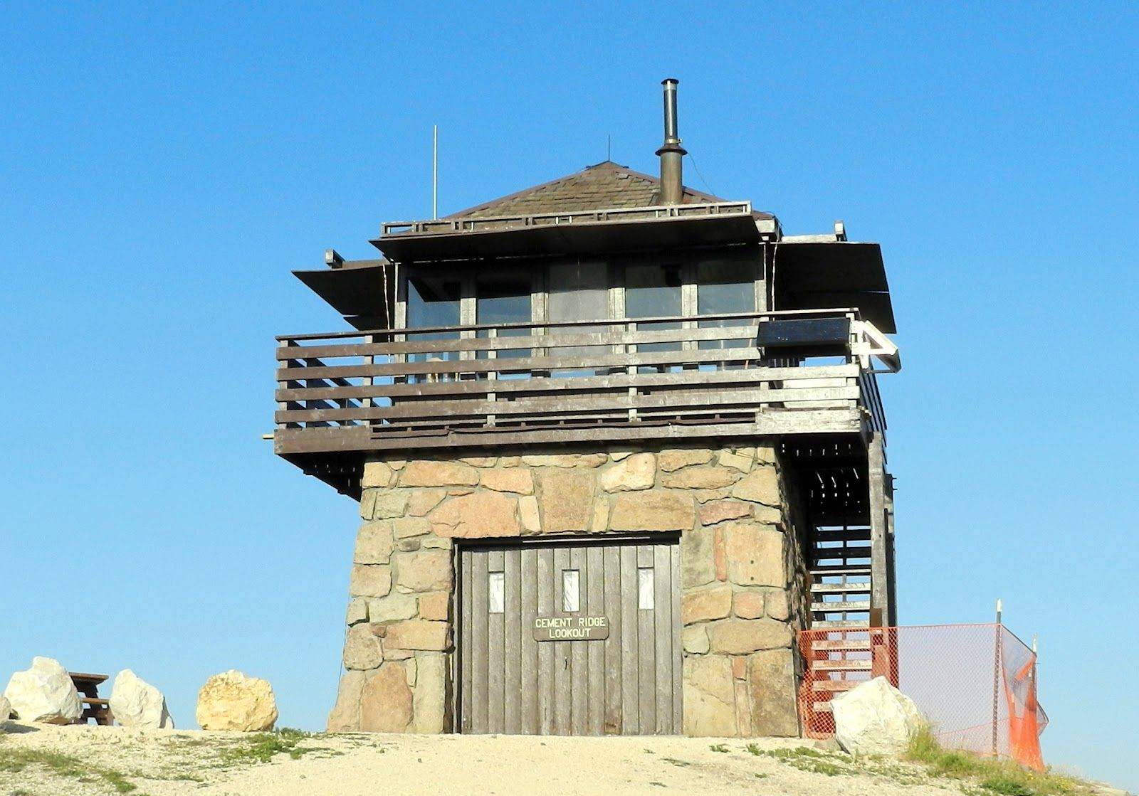 Fire lookout towers google search fire lookout towers for Fire tower cabin plans