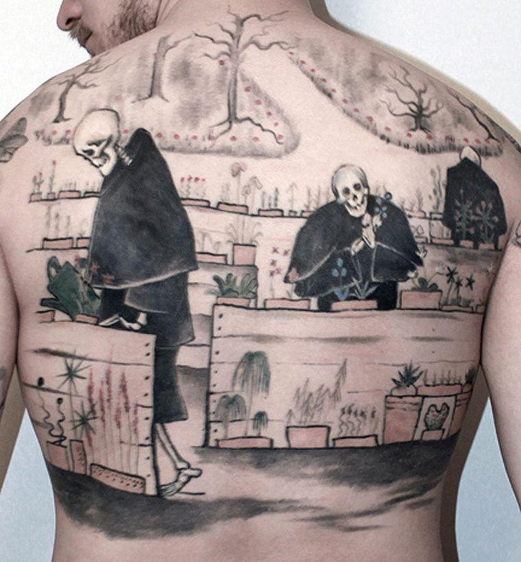 Tuukka halusi Hugo Simbergin Kuoleman Puutarhan selkäänsä. Teos on lapsesta saakka kuvannut Tuukalle sitä, ettei kuolema ole Paha Viikatemies joka tulee ja vie, vaan osa elämän luonnollista kiertokulkua. Tatuointia on tehty yhteensä noin 12 tuntia vuosien 2010-2011 aikana.