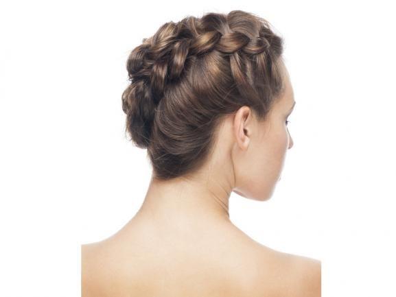 Flechtfrisuren liegen im Trend und jeder wünscht sich einen schönen Zopf. Was Sie alles mit den Haaren anstellen können, sehen Sie hier. http://www.fuersie.de/beauty/frisuren/artikel/flechtfrisuren-die-schoensten-anleitungen-fuer-die-niedlichen-zoepfe