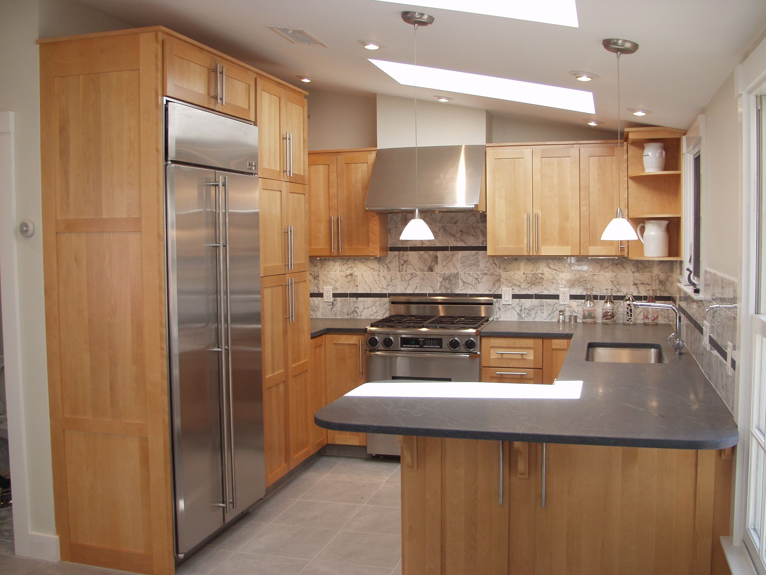 Custom Small Kicthen Space With L Shape Kitchen Cabinet