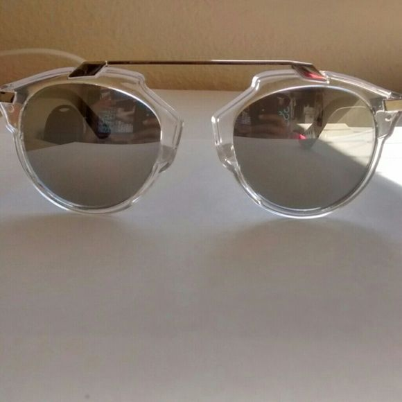 Silver Mirrored Sunglasses These sunglasses have a silver mirrored lense and are in great condition. WINDSOR Accessories Glasses