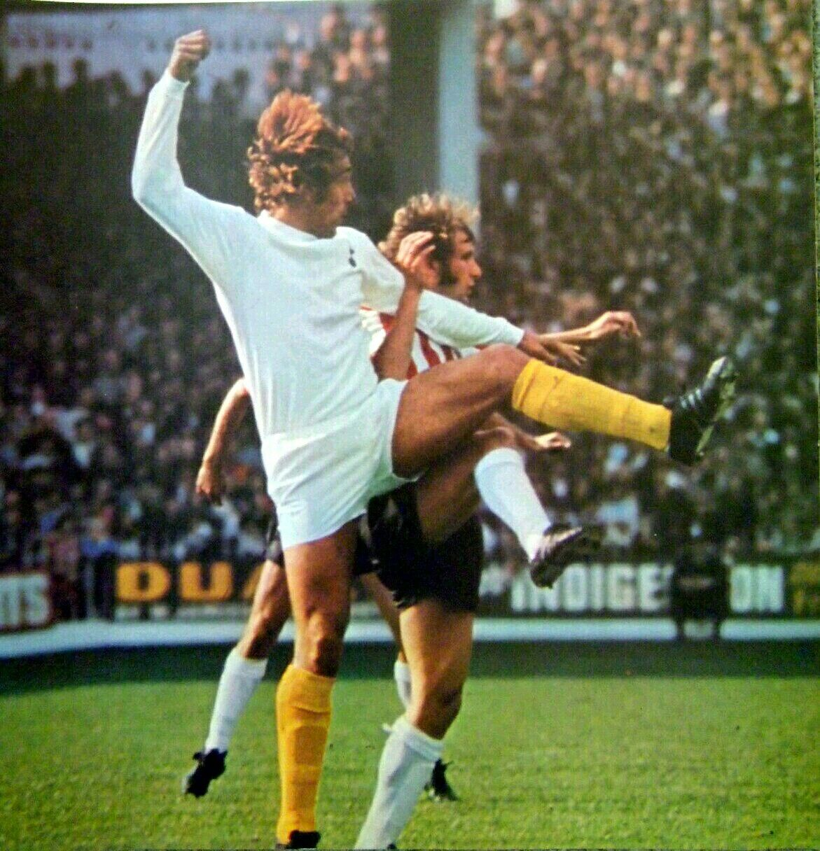 Sheffield Utd 2 Tottenham 2 in Sept 1971 at Bramall Lane. Martin Chivers gets a flick on the ball #Div1