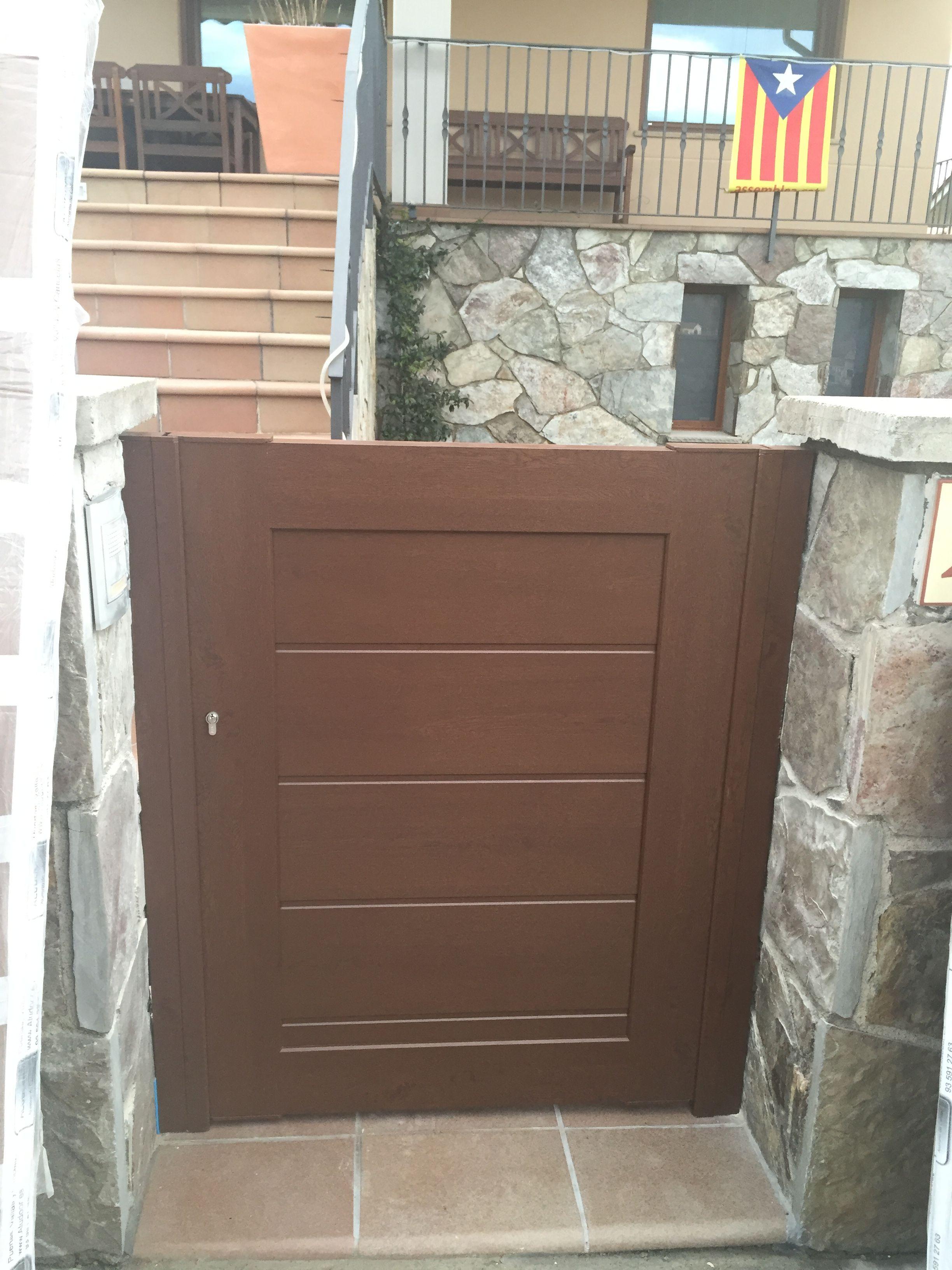 Puerta de exterior de jard n en aluminio de calidad - Puertas metalicas jardin ...