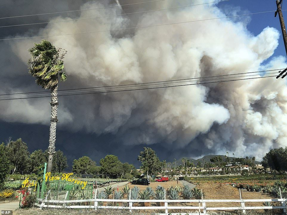 Shelters Are Overflowing As 300k Residents Flee California Fires California Wildfires California Los Angeles County