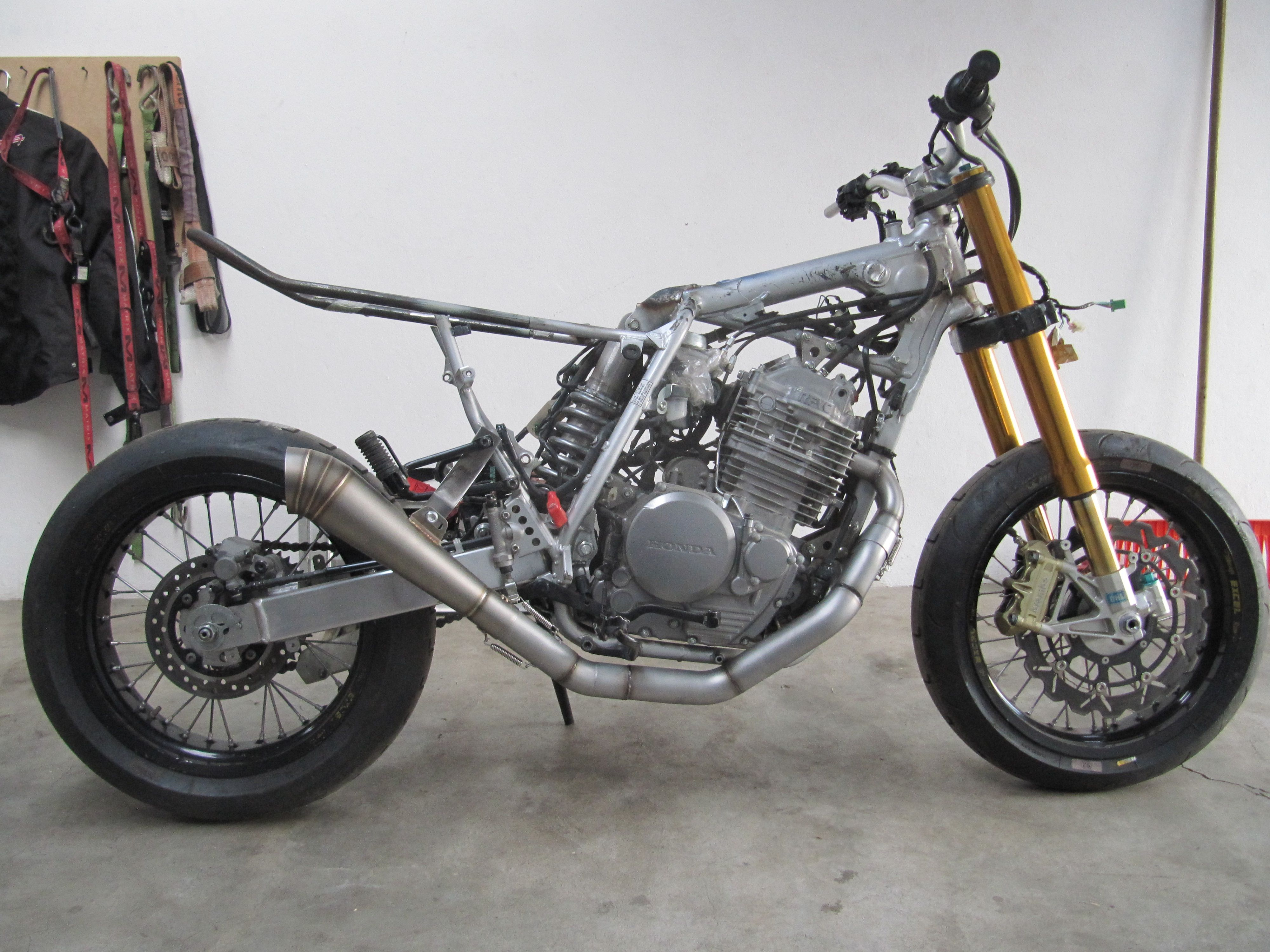 honda xr 650 exhaust just fitted looks tit honda xr. Black Bedroom Furniture Sets. Home Design Ideas
