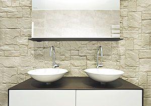 Rivestimento del paramento murario del bagno con pannello in pietra