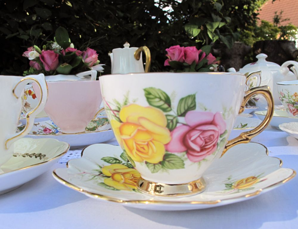 Settings for elegant afternoon tea.