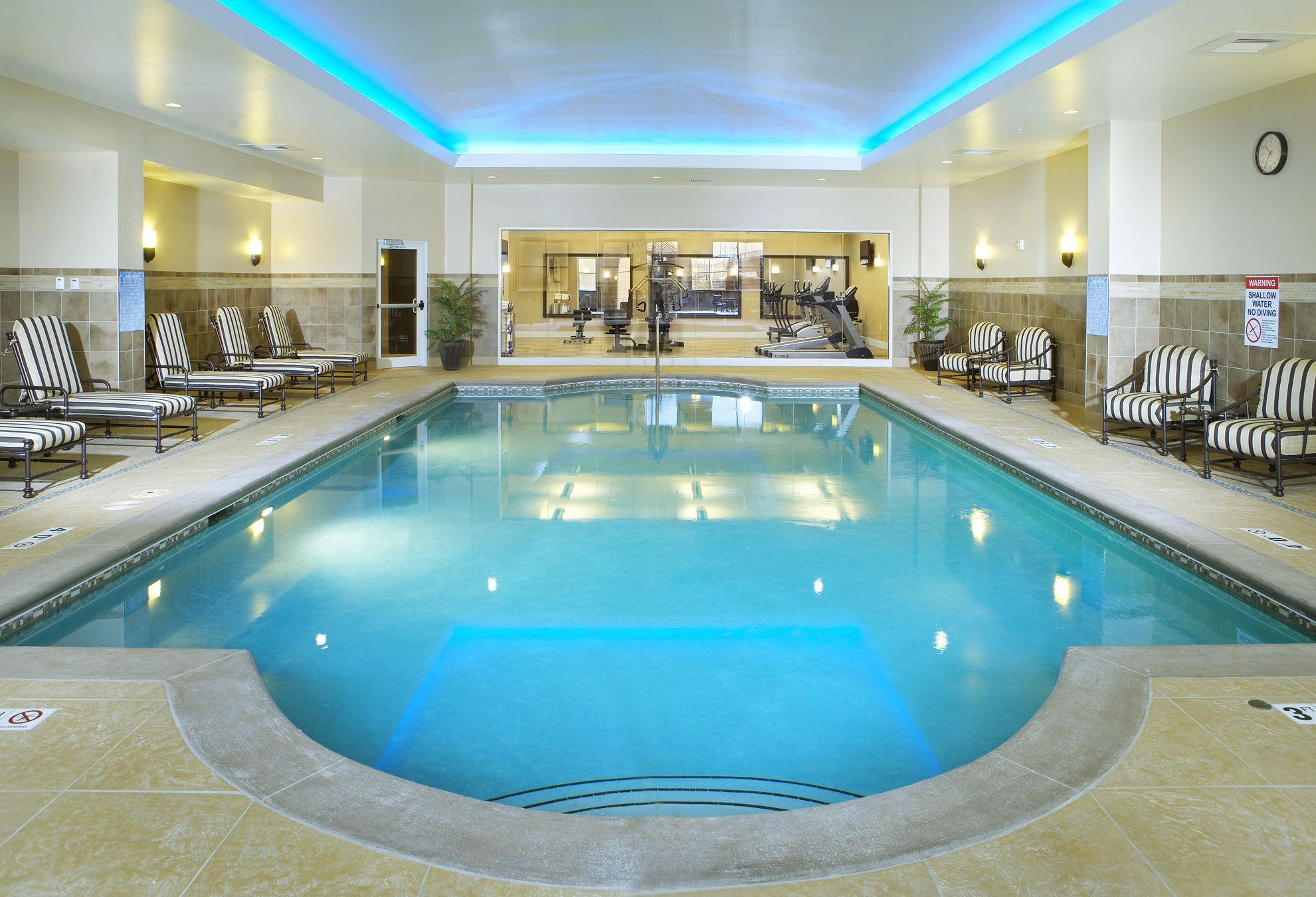 Una piscina cubierta para cuando hace fr o fuera