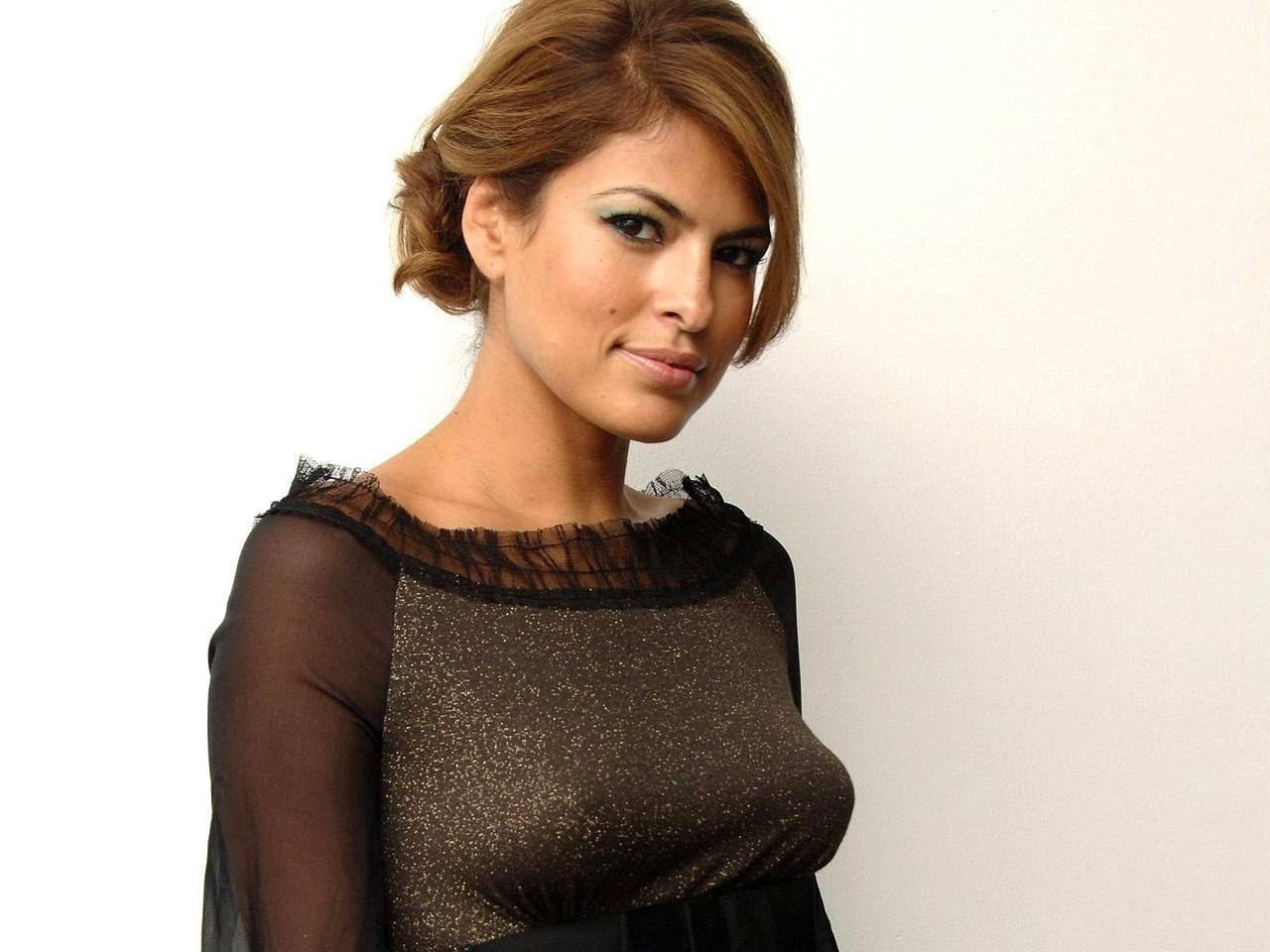 Eva Mendes hot on actr...