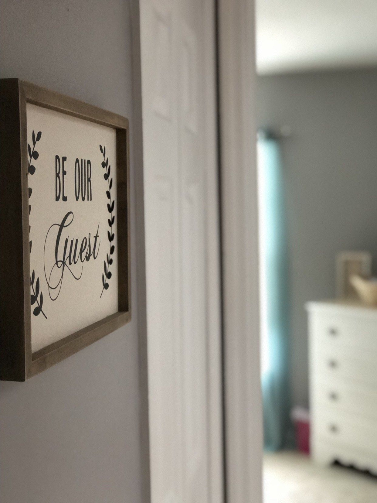 10 Things Every Guest Room Must Have images