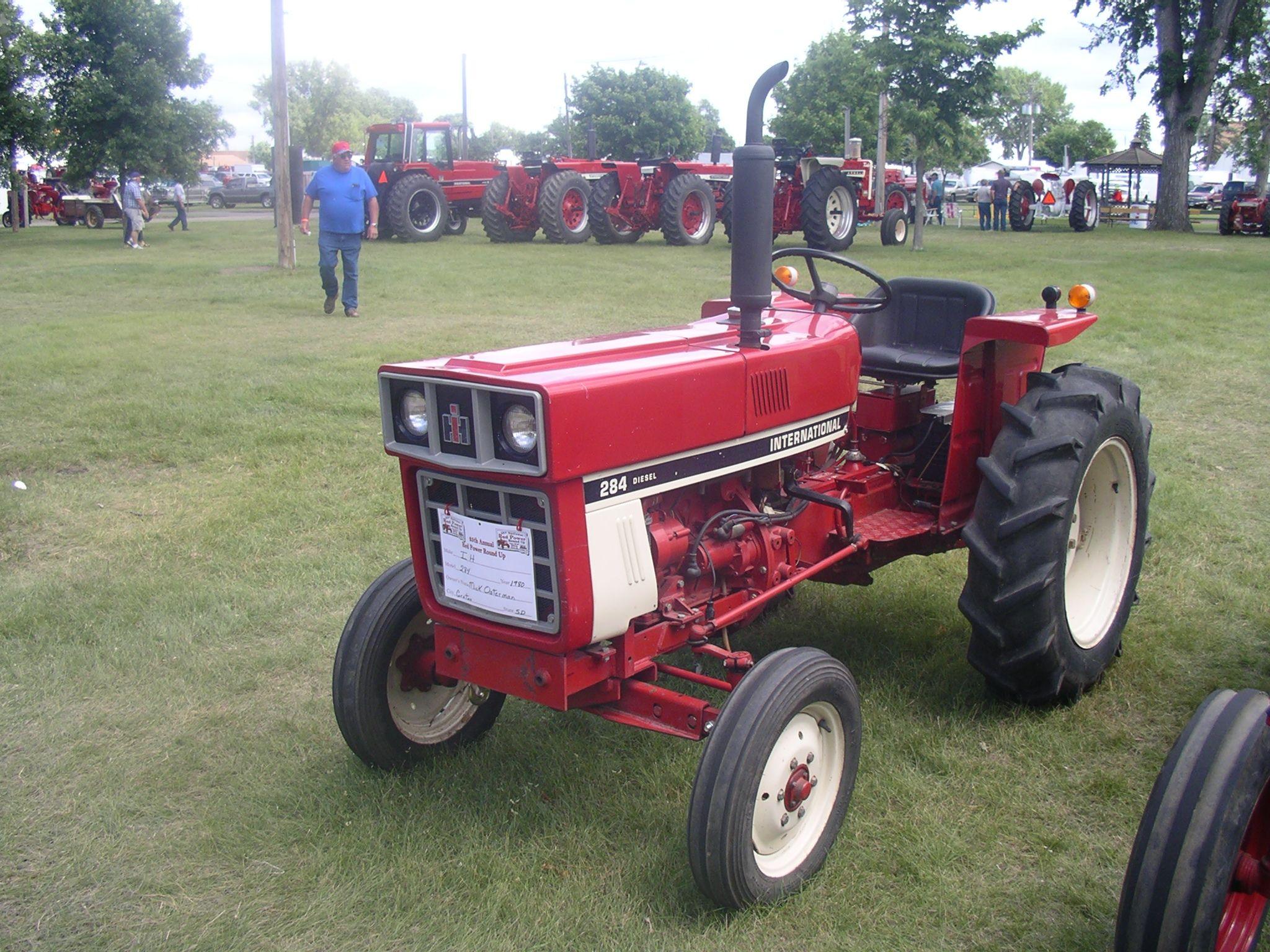 International Harvester 284 Tractor : International diesel farmall