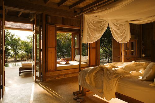This bedroom is so warm and cosy