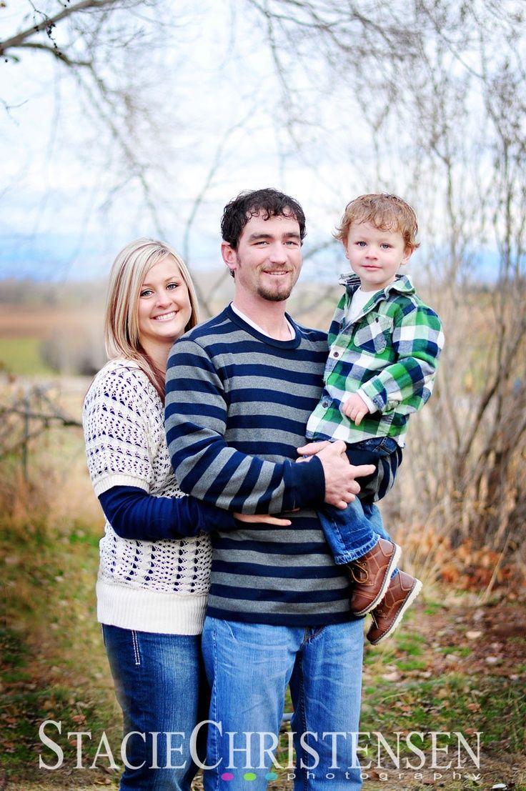 Family Of 3 Photoshoot Ideas
