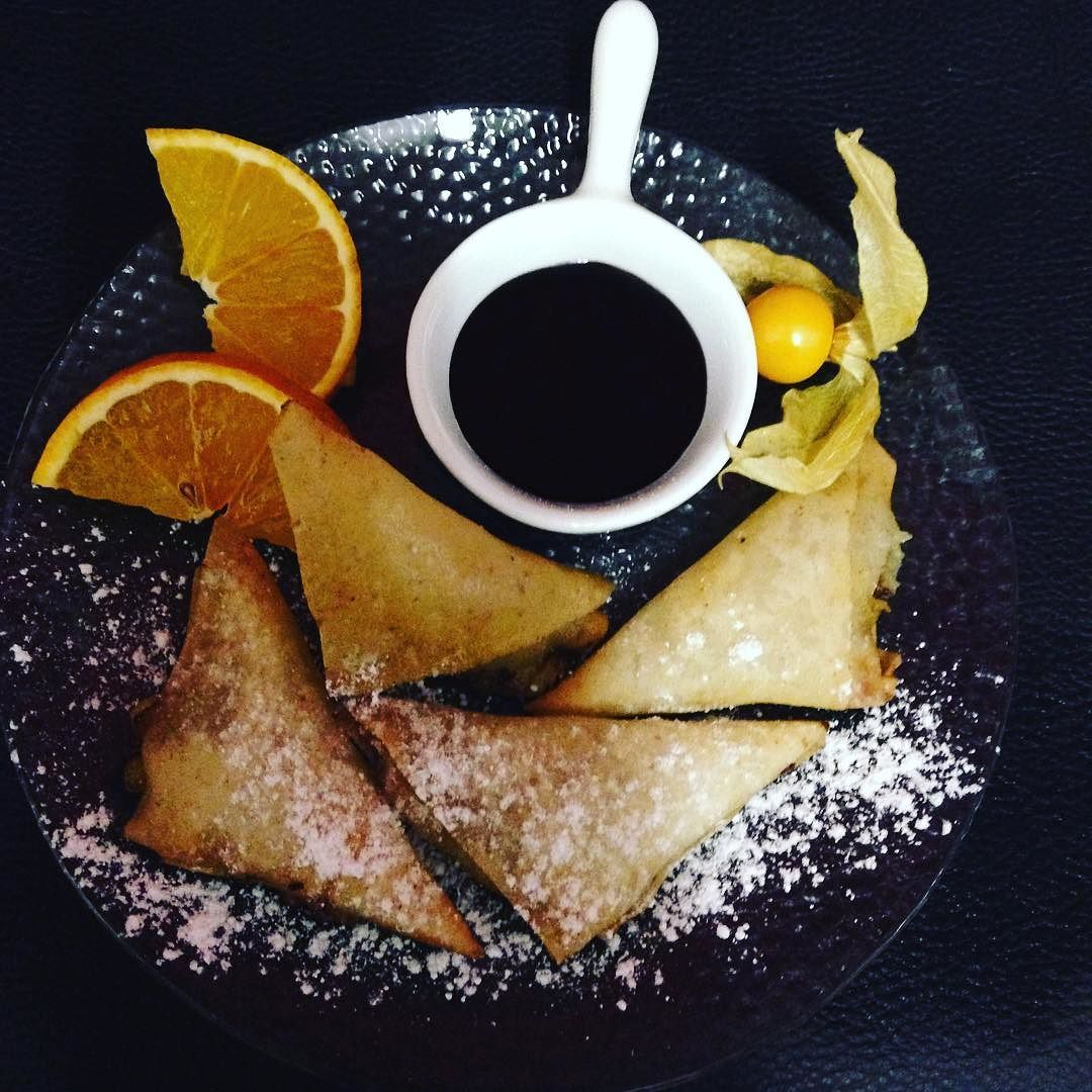 Samoussas à la banane #samoussas #chocolat #banane #iledelareunion #lareunion #restaurant #dessert #homade #instafood by ju.mft