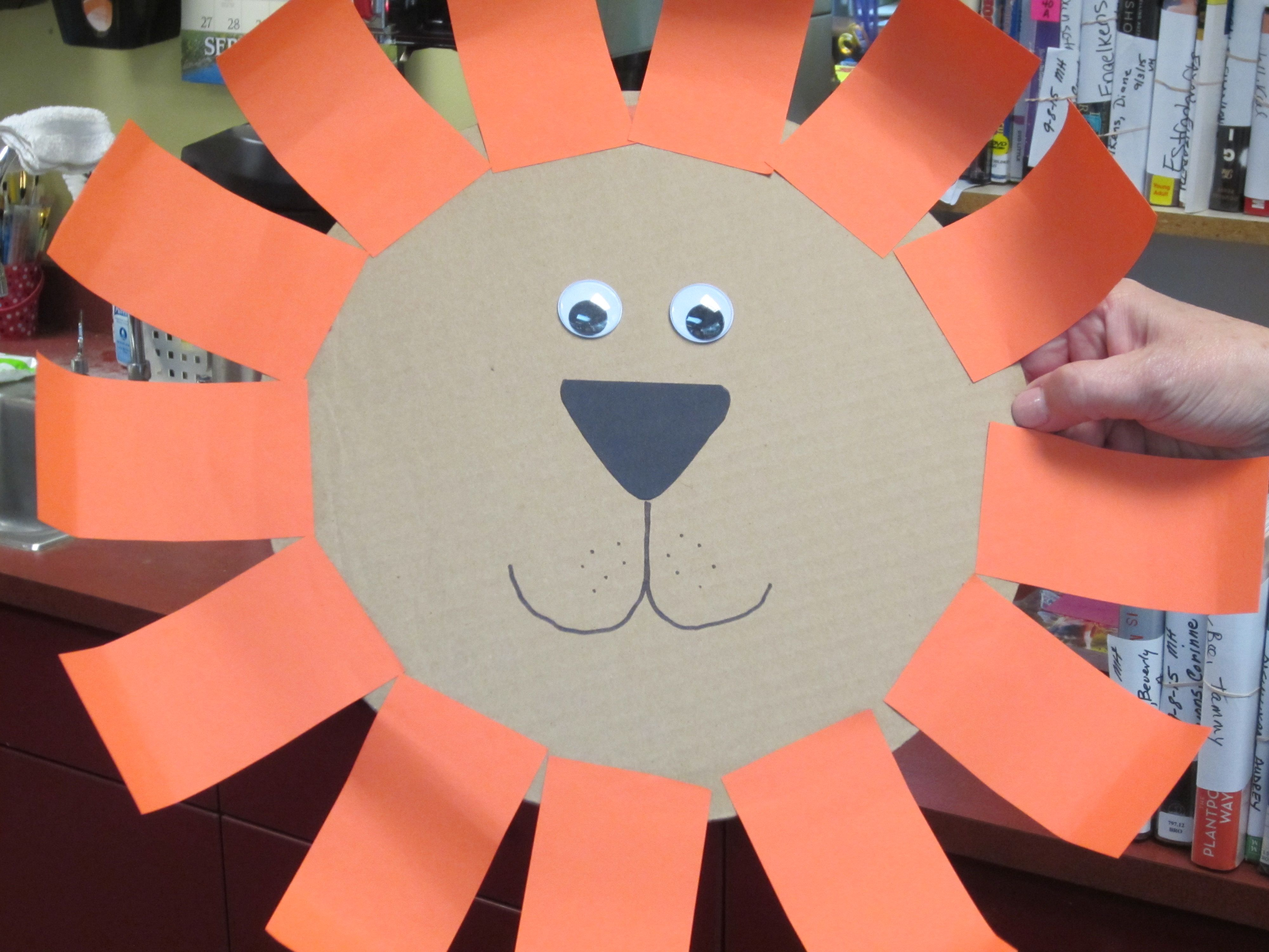 Tear fall colored construction paper into small pieces and glue - Lion Face We Used A Cardboard Pizza Round For The Base Strips Of Orange Black Construction Paperglue