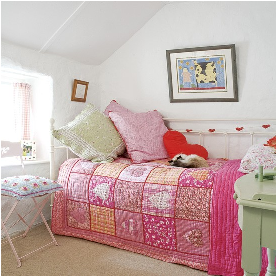 White Wrought Iron Daybed In Vintage Girls Room. Key