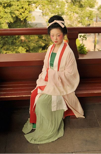 outfit for women in the Northern Song or Earlier Song Dynasty (960-1127)