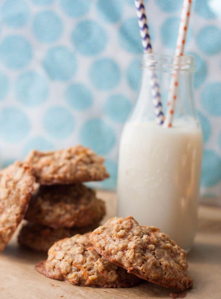 De winning koekjes van Lotte. OMG ZOOO... nomnomnom...     Carrot Cake Oatmeal Cookies via http://www.bostongirlbakes.com/2015/04/01/carrot-cake-oatmeal-cookies/