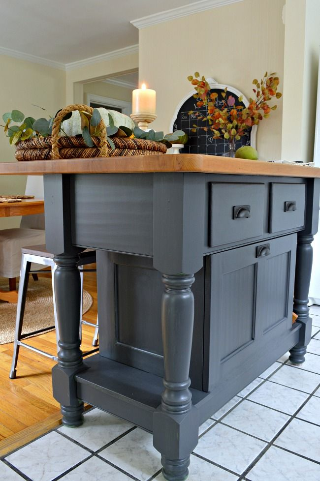A super easy kitchen island makeover using Benjamin Moore Wrought ...