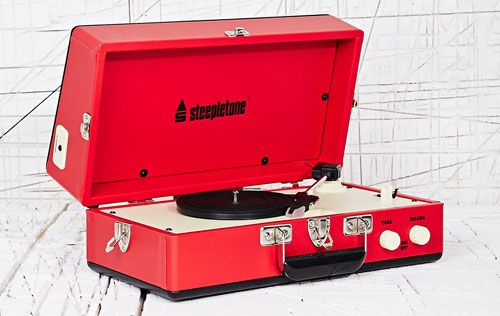 Vintage-style Steepletone SRP025 portable record player