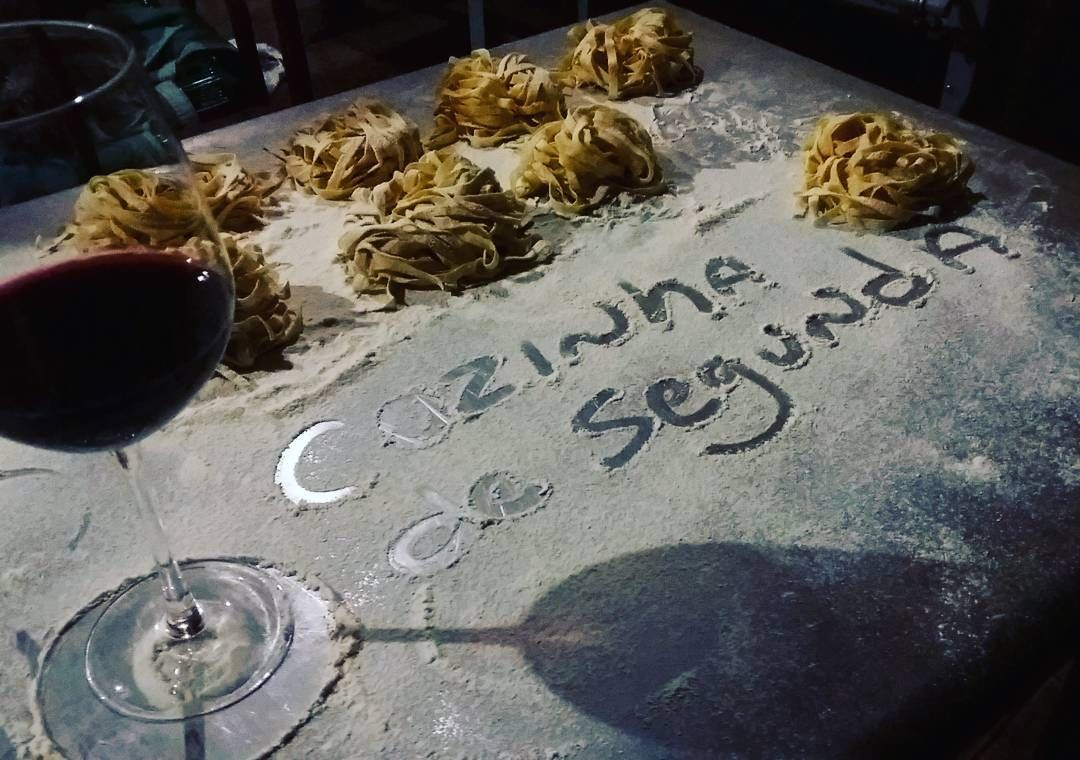 A cozinha é de segunda mas a comida é de primeira!!! Verdadeiro Papo C !!!! PODE VIR CAMPO GRANDE!!!! #campogrande #ms #matogrossodosul #brasil #gastronomia #cozinhacriativa #instafood #GastroArt #expertfoods #foodart #theartofplating #instafood #instagourmet #chefsroll #gastronomiaetc #foodporn #sharefood #foodlover #gourmet #foodies #chefsofinstagram #cheflife #chef #truecooks #gourmetartistry #cookniche #podevircampogrande by heitortsuru