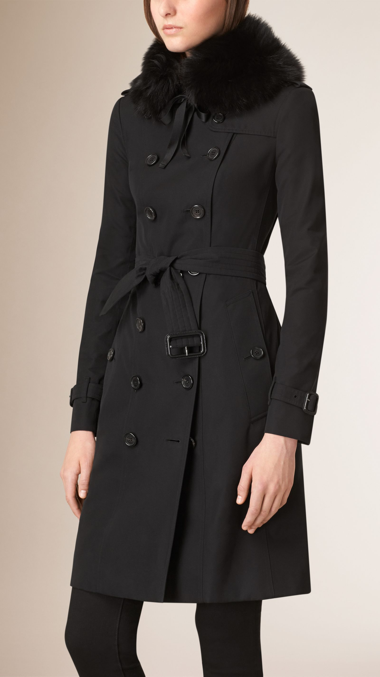 d4d4d5afdd7be0 Black trench coat with fox fur collar | Burberry | cool-looking ...
