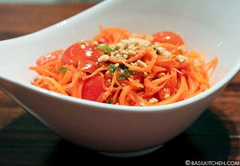 Spicy Thai Carrot Salad (som tam gallot)