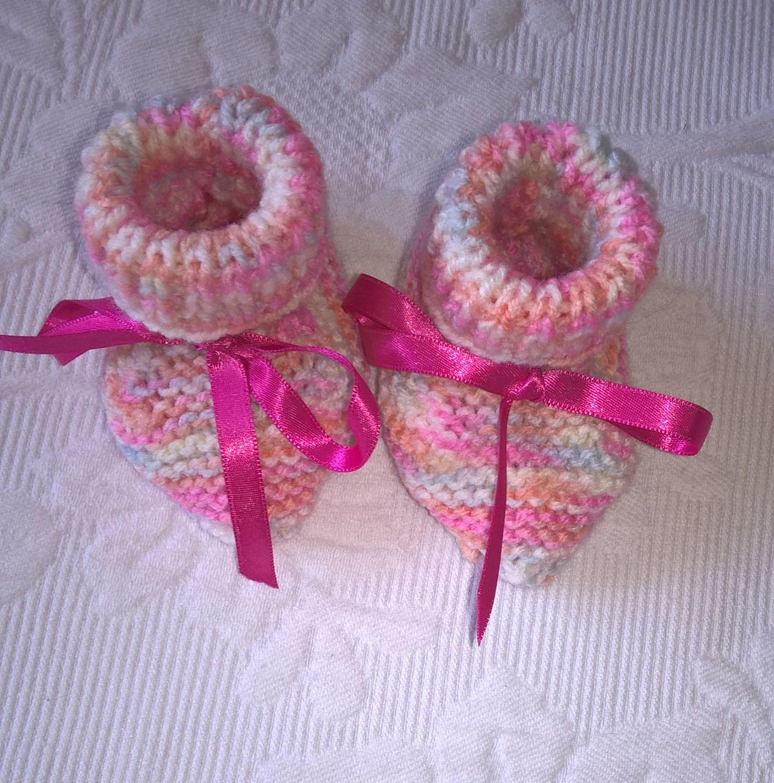 adorables chaussons de bébé un à trois mois en acrylique multicolores : Mode Bébé par recreacath-56