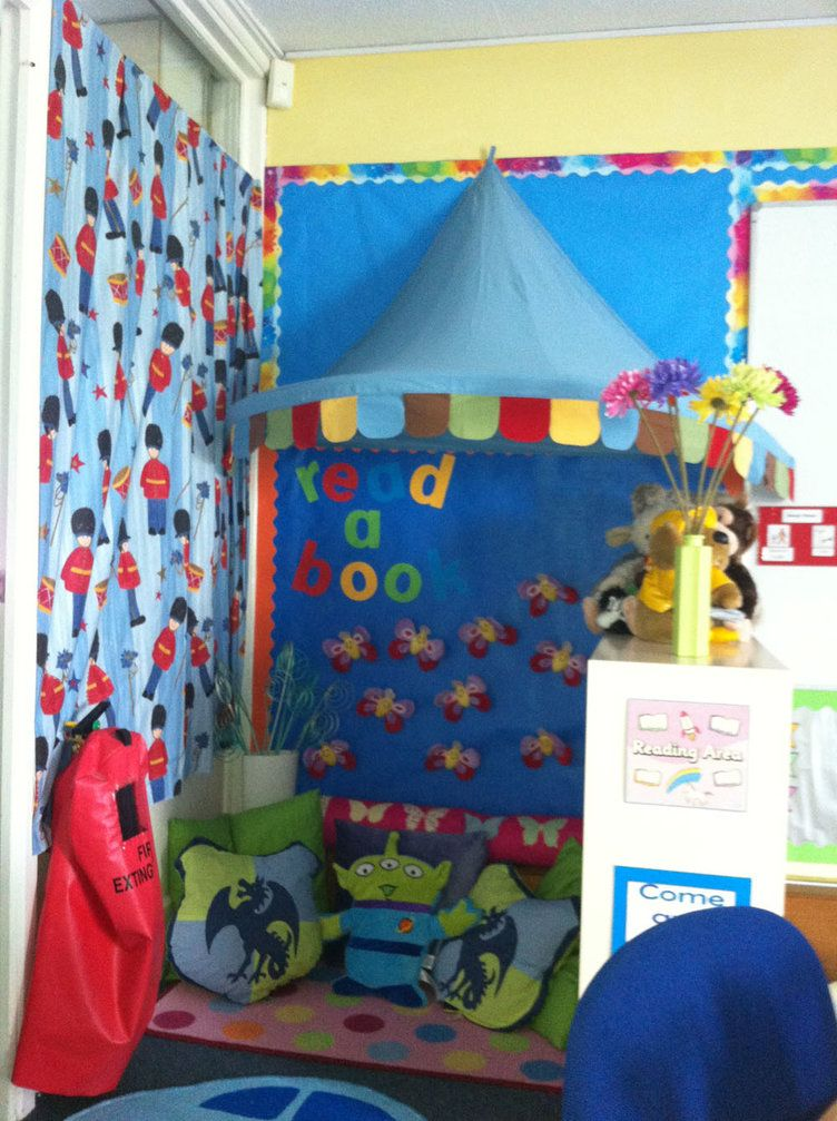 Classroom Ideas Ks1 : Literacy read a book toy story aliens reading