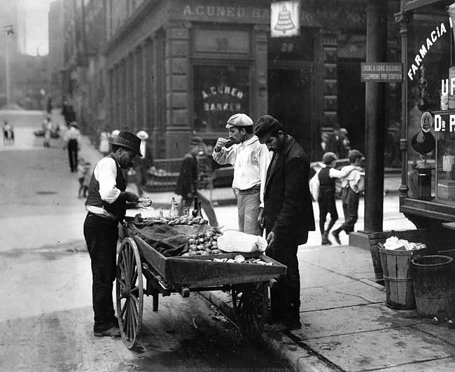 clam-seller around Mulberry Bend, c. 1900 (via vintage photo)