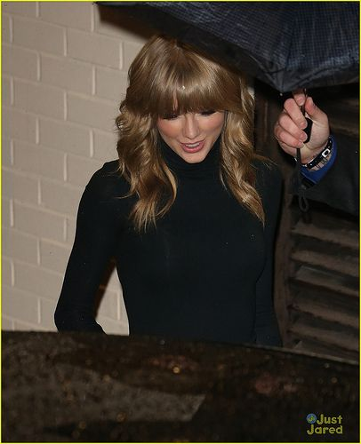 November 03, 2013: Taylor Swift seen leaving 'X Factor' live results show in London, UK..Mandatory Credit: WP/INFphoto.com Ref: infuklo-161   Hei  this is Taylor Swift Shake it off  with the totally different Version of Taylor Swift version
