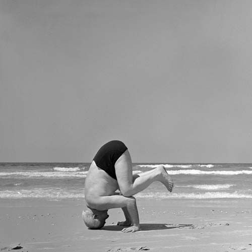 Ben gurion standing on his head, Tel Aviv beach