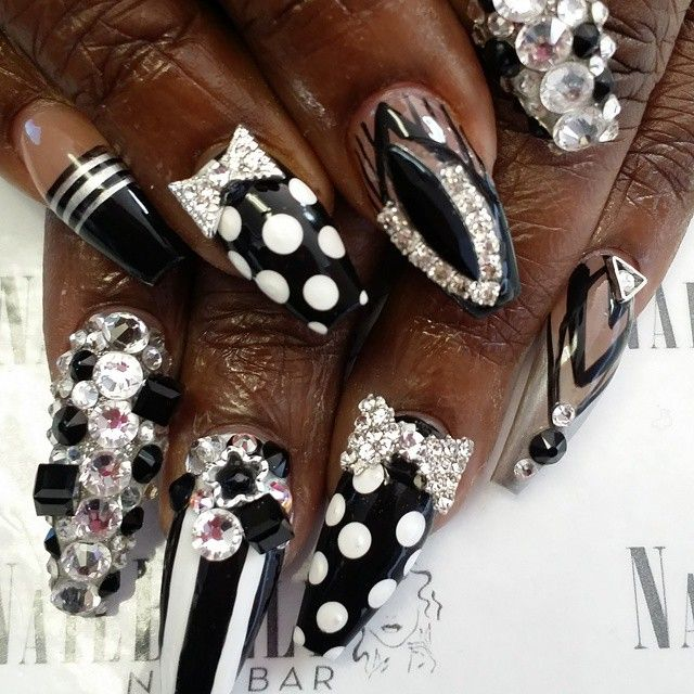Monochrome coffin nails with bling