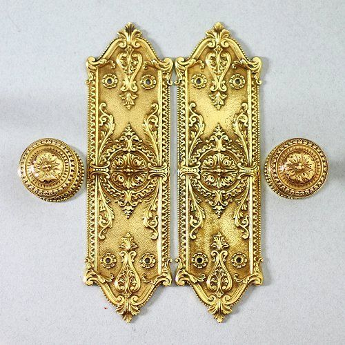 Decorative brass door furniture set, comprising 2 cast finger plates and 2 very heavy solid brass handles. The handles come complete with a standard square spindle and have been re-shimmed to improve the action. Very decorative high quality set of door furniture featuring concealed fixings, see images for more details. Fingerplates measure 28 cm high and 8 cm wide.