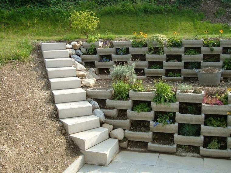 Walls In The Garden 75 Ideas That You Will Love Abschussiger Garten Gartendesign Ideen Garten
