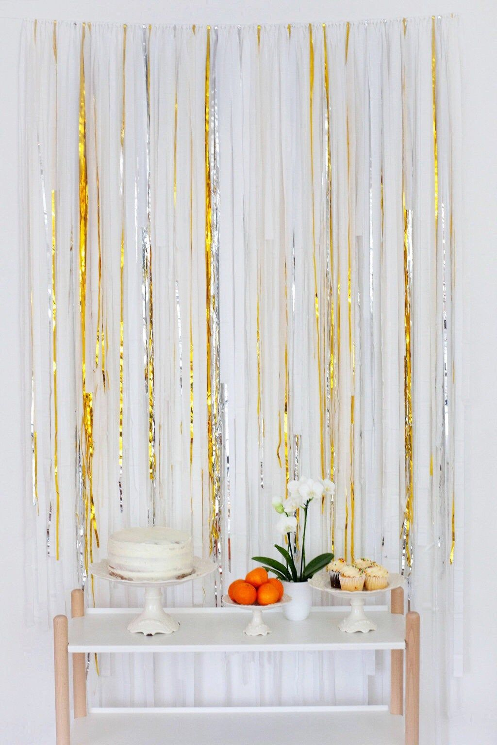 Streamer Backdrop, Fringe Backdrop, Silver and Gold Party Decorations, Photo Booth, Dessert Table