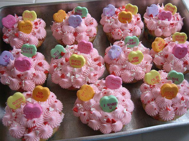 die besten 25 valentinstag cupcakes ideen auf pinterest valentins cupcakes valentinstag. Black Bedroom Furniture Sets. Home Design Ideas