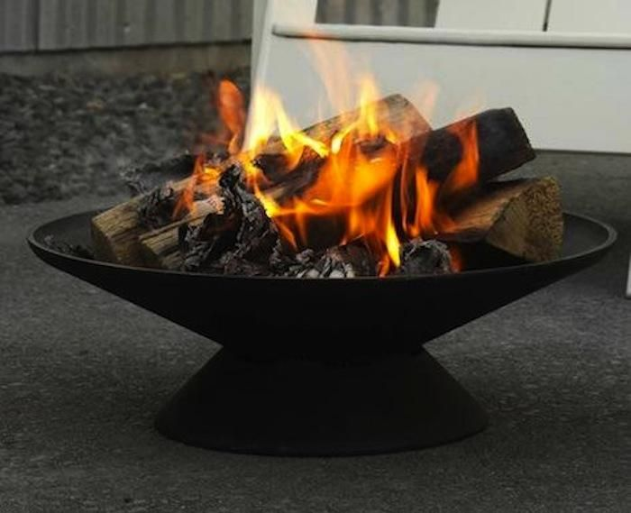 10 Easy Pieces Fire Pits And Bowls Gardenista Outdoor Fire Pit Designs Outdoor Fire Cast Iron Fire Pit