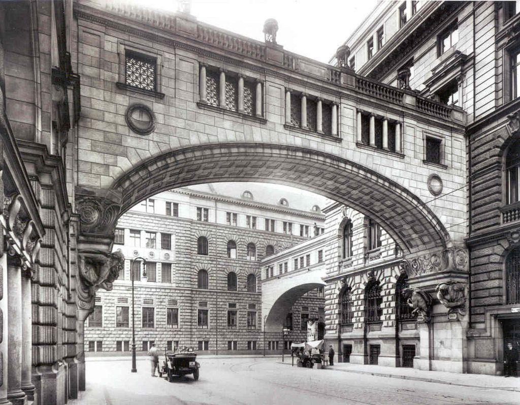Berlin Franzosische Strasse Flying Buttress Schwibbogen 1929 Berlin City Germany Hospital Architecture